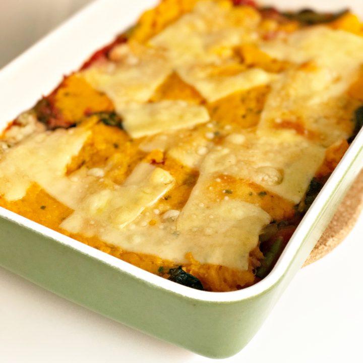 Sperziebonenschotel met zoete aardappel en kaas