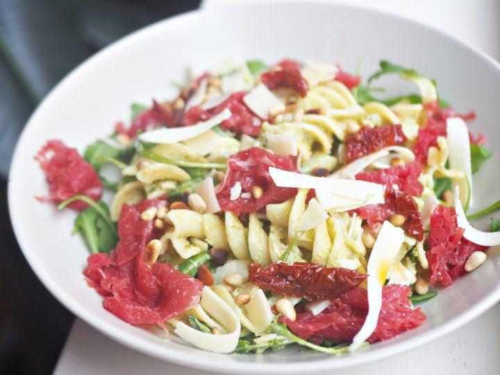 Glutenvrije carpaccio pastasalade